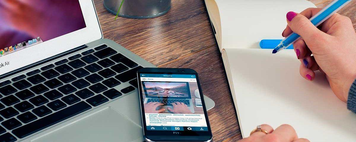 cuánto cuesta un sitio web imagen de un ordenador y móvil con web